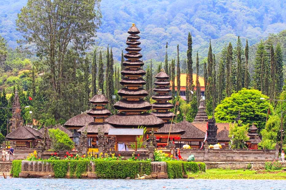 The beautiful looks of Ulun Danu temple at Beratan lakeside in Bedugul highland, Buleleng regency, Bali island - Mari Bali Tours