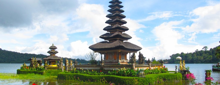 Ulun Danu Temple at Beautiful stunning look at Beratan lake side in Bedugul highland, Bali island, Indonesia - Mari Bali Tours