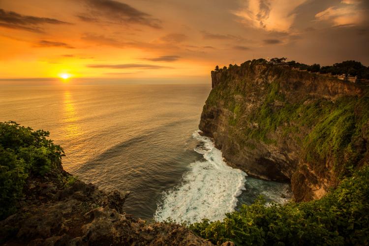 Uluwatu Temple with beautiful stunning sunset & ocean view - Mari Bali Tours