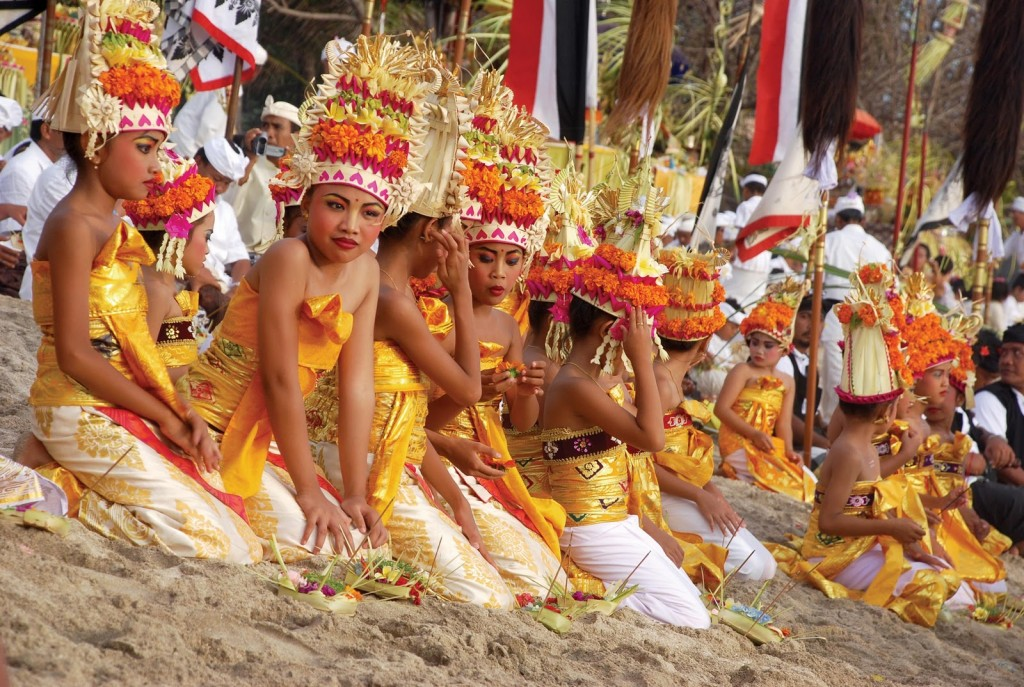 melasti ceremony on the beach - Mari Bali Tours