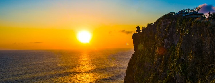 Uluwatu Temple with beautiful  stunning sunset & ocean view - Mari Bali Tours