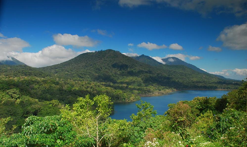 Bali Twin Lake (Buyan and Tamblingan Lake at Highland Bedugul , Singaraja regency, Bali island - Mari Bali Tours