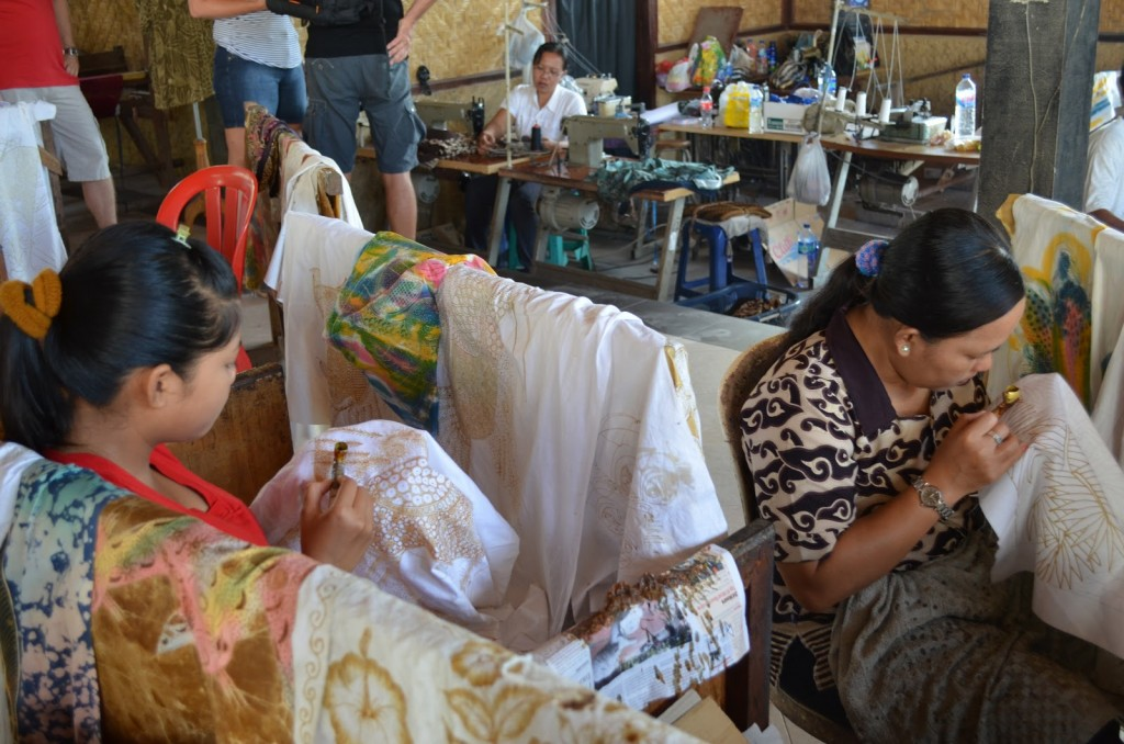 Batik and Hand weaving Making at workshop - Mari Bali Tours