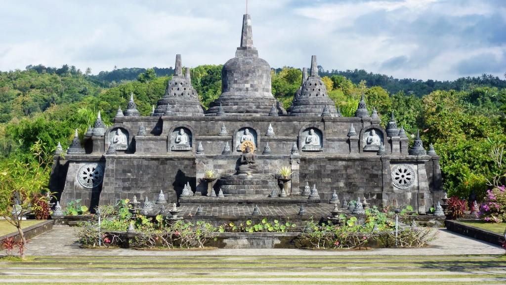 Buddhist temple, Brahma Arama Vihara in Banjar village, Buleleng regency - Mari Bali Tours