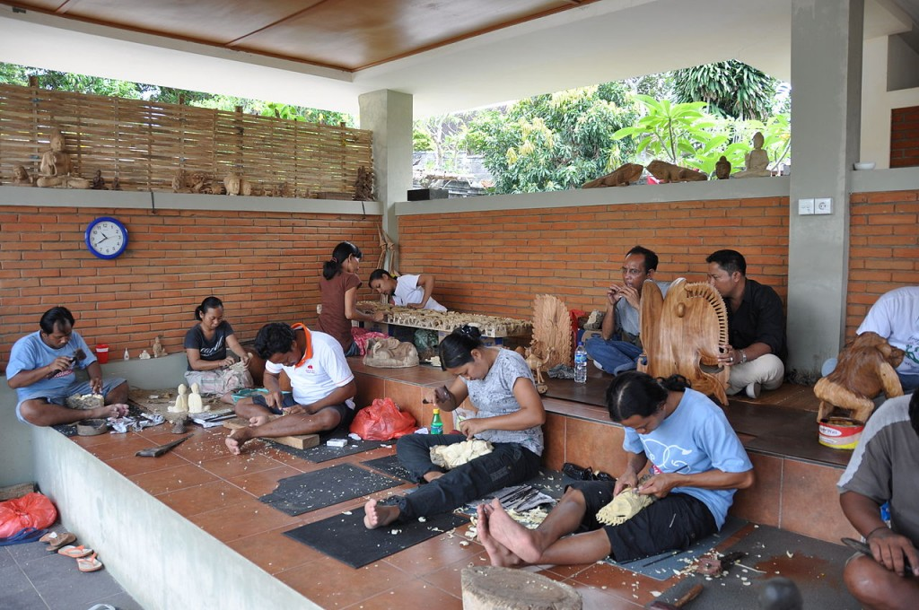 Wood carving art and production in Bali - Mari Bali Tours