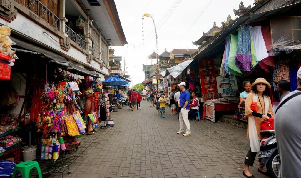 Ubud art market in Ubud center - Mari Bali Tours