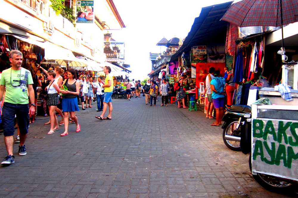 Ubud art market in Ubud center - Mari Bali Tours