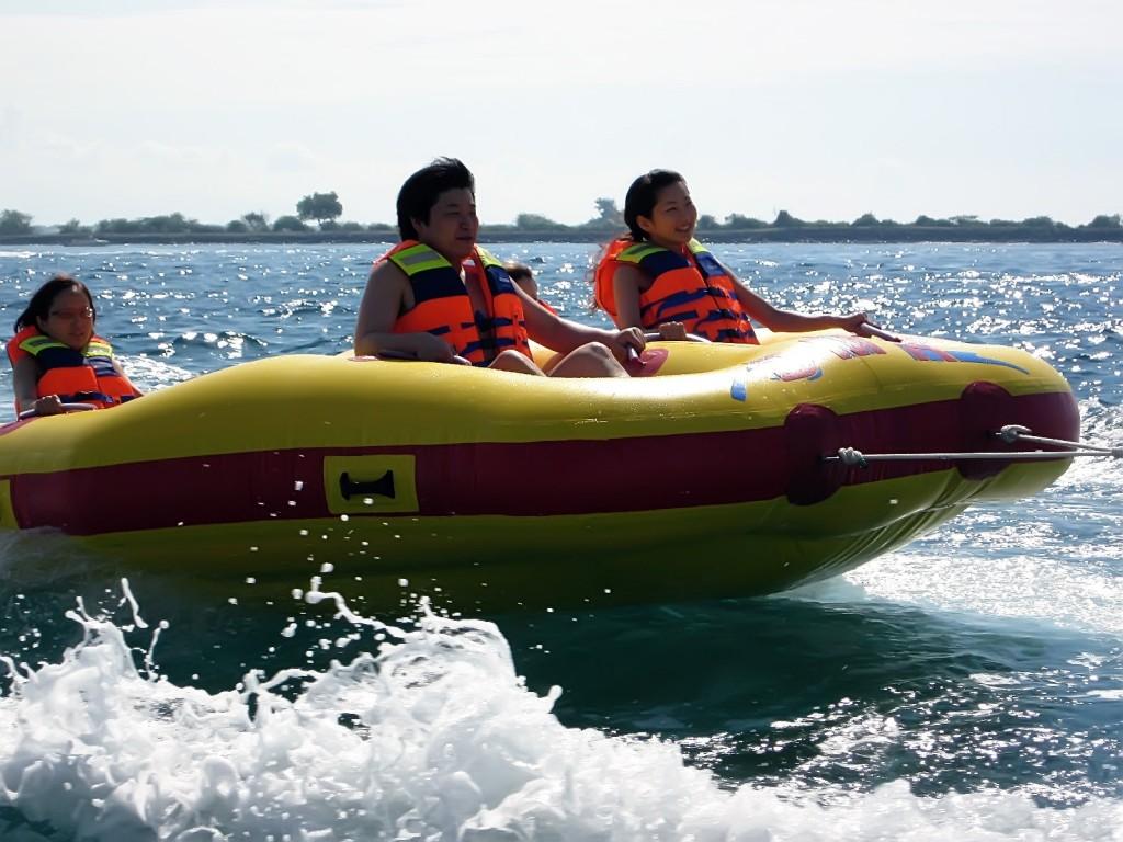 Donut boat activity in Tanjung benoa, Bali - Mari Bali Tours (4)