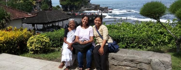 Memory at Tanah Lot temple with Ama and Ms. Vaishali from India - Mari Bali Tours (3)