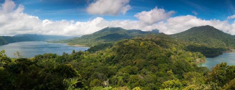 Twin Lake (Buyan Lake) in Bedugul arae, Singaraja regency, Bali island - Bali Hello Travel